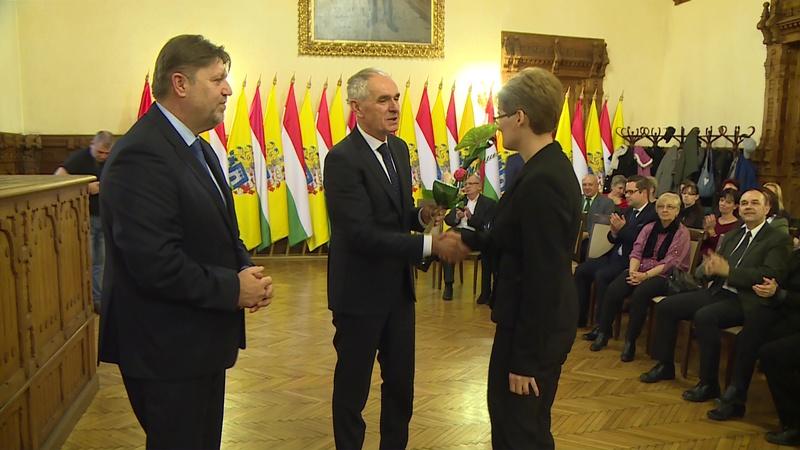 A szociális területeken dolgozókat köszöntötték ma a városháza dísztermében. Szita Károly polgármester ünnepi beszédében kiemelte: kaposváriak közösségének egyik legfőbb erőssége, hogy tagjai számíthatnak egymásra.