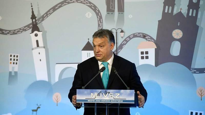 Veszprém, 2018. február 8. Orbán Viktor miniszterelnök beszédet mond a Megyei Jogú Városok Szövetségének 51. közgyűlésén a veszprémi polgármesteri hivatalban 2018. február 8-án. MTI Fotó: Koszticsák Szilárd