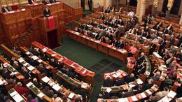 Hétfőn tárgyalnak a tranzakciós illetékről és a biztosítási adóról