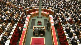 Összeül a parlament