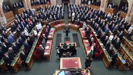 Meghosszabbította a parlament a veszélyhelyzetet