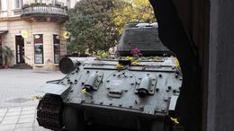 Virágokat hajtott a tank, rózsa a csőben