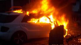 Hatalmas lángokkal égett egy autó Balatonlellén