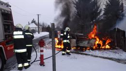 Lángokban állt az autó