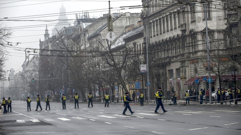 Rendőrök Vlagyimir Putyin orosz elnök érkezése előtt Budapesten, a lezárt a Bajcsy-Zsilinszky úton. fotó: MTI/Marjai János