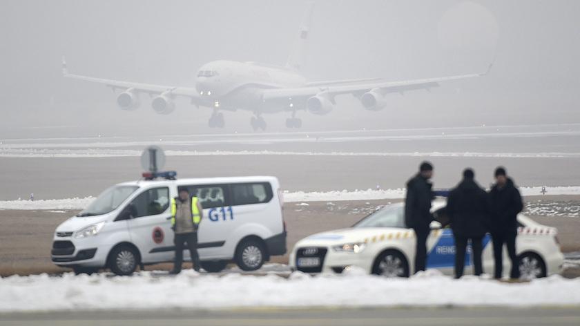 Vlagyimir Putyin orosz elnök repülőgépe landol Budapesten, a Liszt Ferenc-repülőtér felett 2017. február 2-án. fotó: MTI/Kovács Tamás