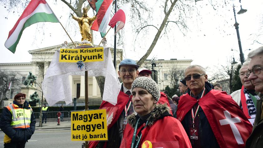 Lengyel résztvevők az 1848-49-es forradalom és szabadságharc 169. évfordulója alkalmából rendezett állami ünnepség kezdetén Budapesten; fotó: MTI/Szalai Eszter
