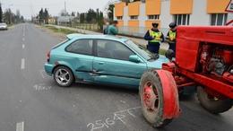 Nem adott elsőbbséget a traktor, karambol lett belőle