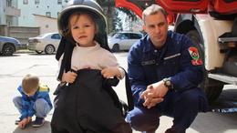 Gyerekek cukiskodtak a tűzoltóságon