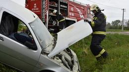 30 tűzoltó egy balesetnél