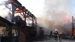 Sertésólak lángoltak Lábodon