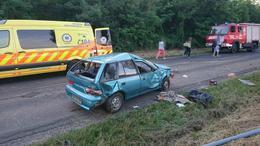 Súlyosan megsérült az árokban landoló autó sofőrje