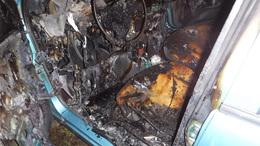 Szinte teljesen kiégett egy autó Siófokon