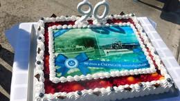 Tortával köszöntötték a 90 éves nosztalgiahajót