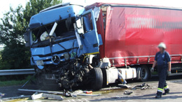 Négy kamion csattant össze az M7-esen