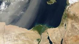 Szaharai homok sodródik fölénk a magasban