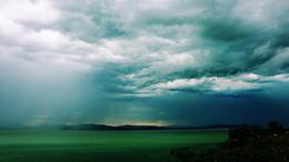 Így érkezett meg a vihar a Balatonhoz