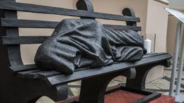Kaposvárra érkezett a hajléktalan Jézus szobra