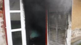 Dőlt a füst egy szabási házból
