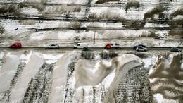 Helyenként hófúvás nehezíti a közlekedést