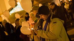 Csillagtestvérek éjszakája: az elhunyt gyermekekre emlékeztek