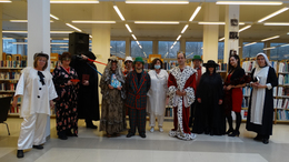 Maskarába öltöztek a könyvtárosok