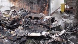 Felrobbant egy gázpalack; kiégett egy lakókocsi
