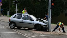 Oszlopnak üközött egy autó, meghalt a sofőr