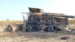 Kiégett egy napraforgót arató kombájn