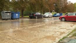 Csőtörés miatt lajtoskocsi vitte a vizet a lakótelepre