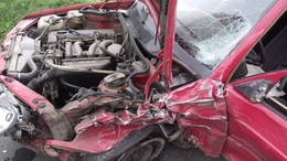 Fotókkal! Kisteherautó és személykocsi ütközött Látrányban, lezárták az utat