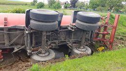 Felborult egy kamion Kapolynál