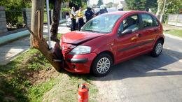 Villanyoszlopnak hajtott egy autó Somogyfajszon
