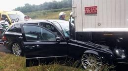 Kamionba rohant egy autó az M7-esen