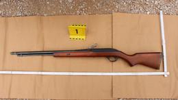 Illegális lőfegyverekkel üzleteltek