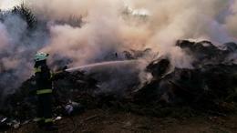 Feltornyozott hulladék lángolt Igalban