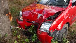 Fának ütközött egy autó Jutánál