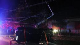 Villanyoszlopnak ütközött egy autó