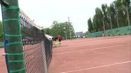 Először ragadtak idén teniszütőt