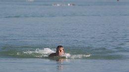 Megérkezett az első úszó