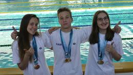 Remeklő kaposvári úszók