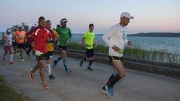 Tízezren futják ma körbe a Balatont