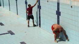 Hétfőtől lezárják a 25 méteres medencét