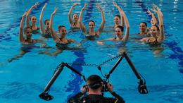 Víz alatt fotózkodtak Kaposváron a junior szinkronúszók