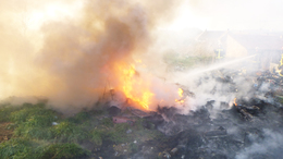 Hulladék lángolt a Nádasdi utcában