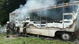 Lakókocsik égtek, gázpalackok robbantak