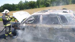 Teljesen kiégett egy autó Gamásnál