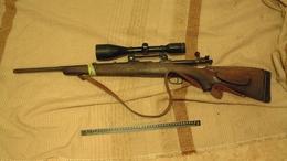 Lefűrészelt csövű hadipuskát tartott magánál