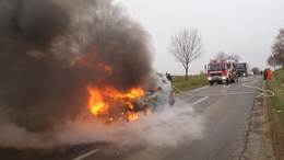 Hatalmas lángokkal égett egy autó Kapolynál