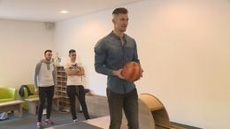 Bowling golyóra cserélték a röplabdát a Finosok